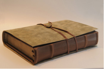 Biblia legata in piele naturala, editie de lux