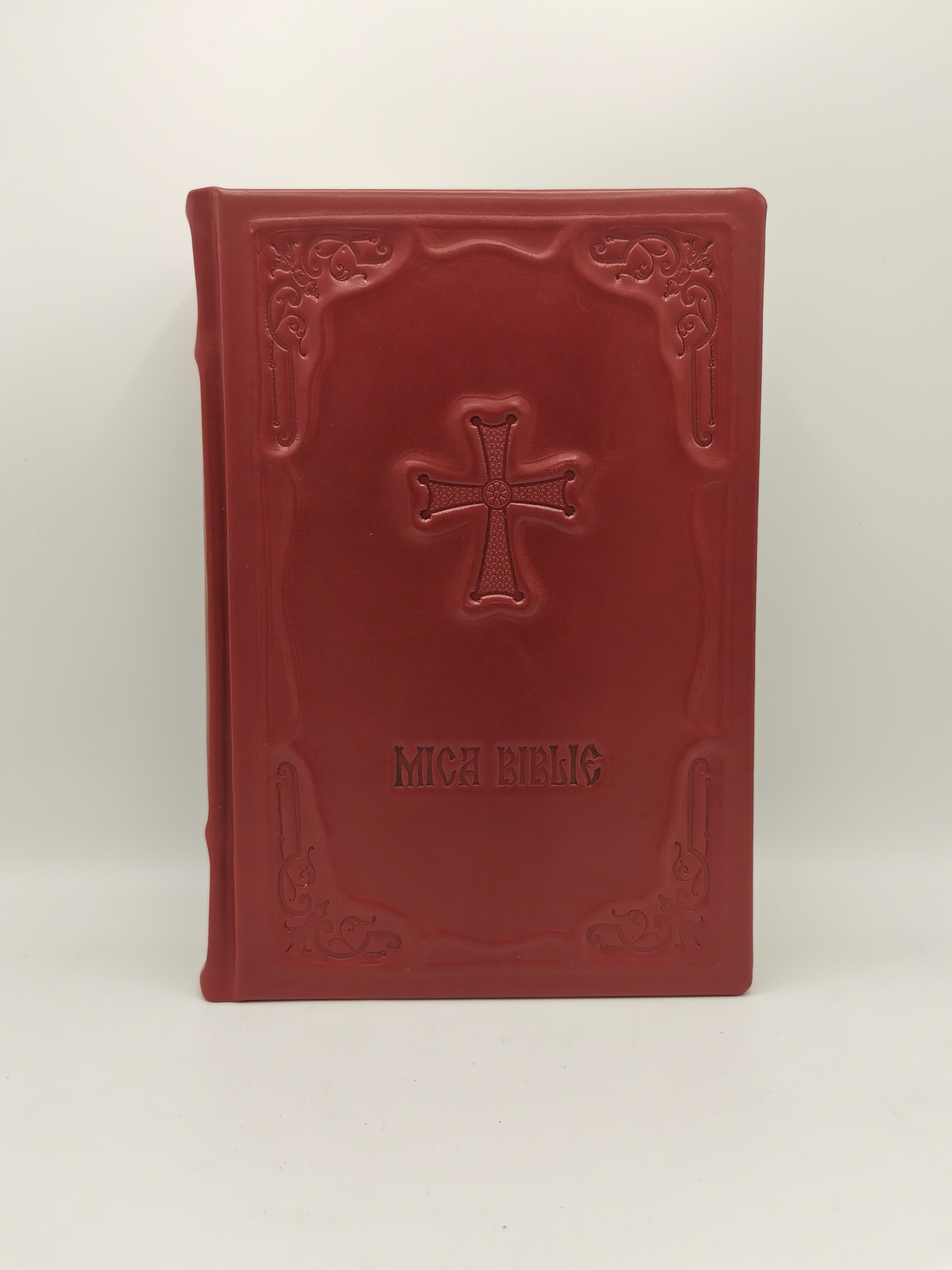 Mica Biblie in piele naturala model unicat